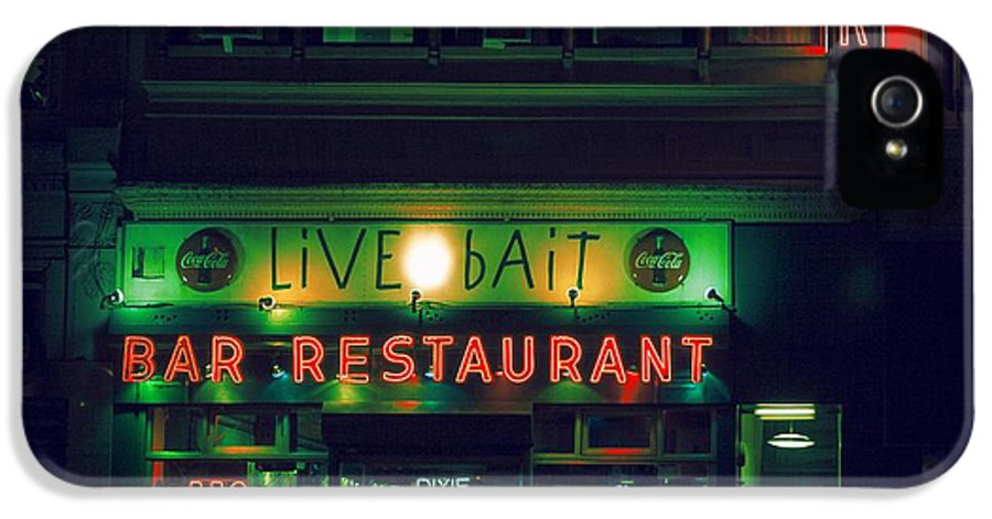 Nyc IPhone 5 / 5s Case featuring the photograph Live Bait by Andrew Paranavitana