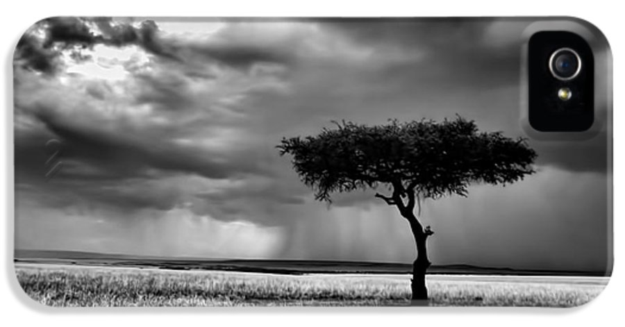 Maasai Mara National Reserve IPhone 5 / 5s Case featuring the photograph Maasai Mara In Black And White by Amanda Stadther