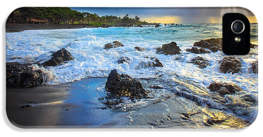 America IPhone 5 / 5s Case featuring the photograph Maui Dawn by Inge Johnsson