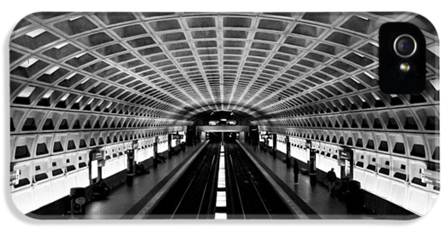 Arlington Cemetery IPhone 5 / 5s Case featuring the photograph Metro by Greg Fortier