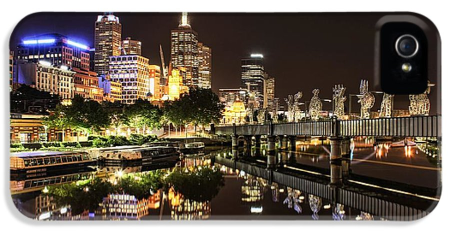 Melbourne IPhone 5 / 5s Case featuring the photograph Mirror Image by Andrew Paranavitana