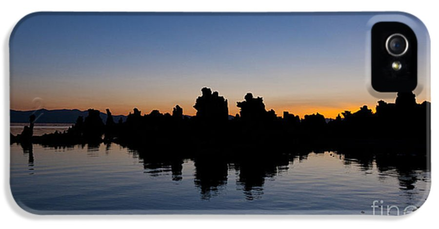 Mono Lake IPhone 5 / 5s Case featuring the photograph Mono Lake California by Jason O Watson