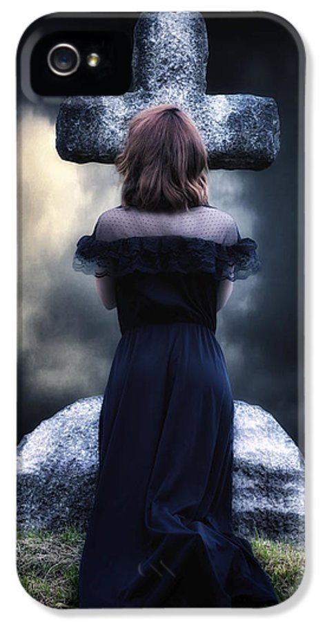 Girl IPhone 5 / 5s Case featuring the photograph Mourning by Joana Kruse