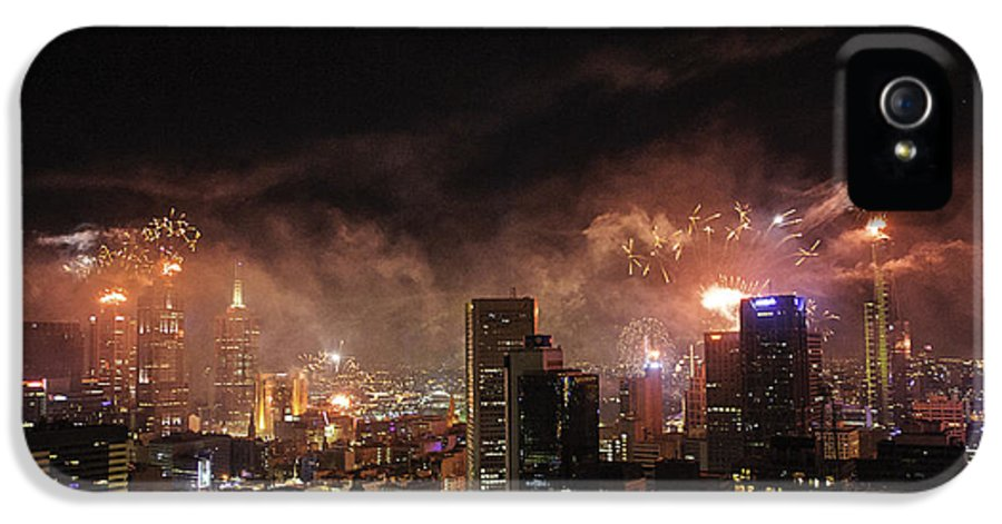 Fireworks IPhone 5 / 5s Case featuring the photograph New Year Fireworks by Ray Warren