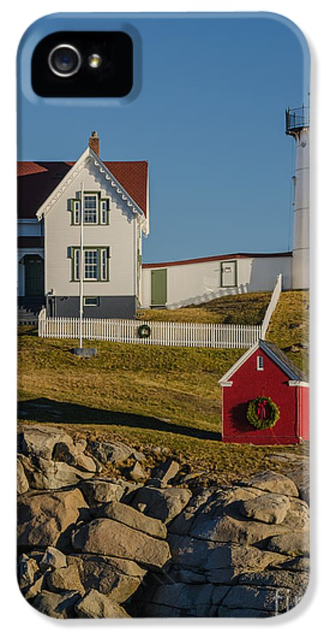 Nubble Light IPhone 5 / 5s Case featuring the photograph Nubble Light At Christmas by Pat Lucas