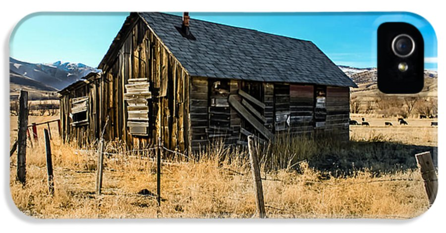 Barn IPhone 5 / 5s Case featuring the photograph Old And Forgotten by Robert Bales