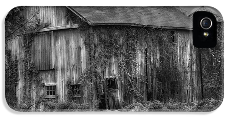 Relic IPhone 5 / 5s Case featuring the photograph Old Barn by Bill Wakeley