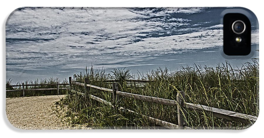 Pathway IPhone 5 / 5s Case featuring the photograph Pathway To The Sea by Tom Gari Gallery-Three-Photography