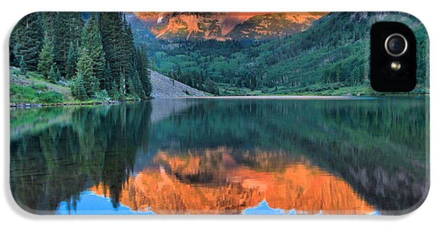 Adam Jewell IPhone 5 / 5s Case featuring the photograph Perfect Reflections At The Bells by Adam Jewell