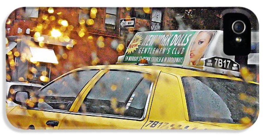 Rainy Day Nyc IPhone 5 / 5s Case by Sarah Loft