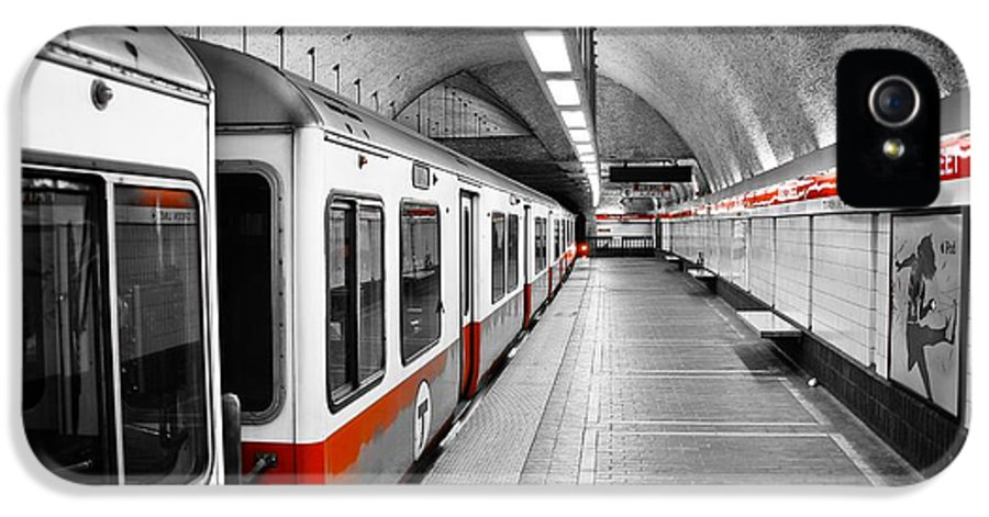 Red IPhone 5 / 5s Case featuring the photograph Red Line by Charles Dobbs