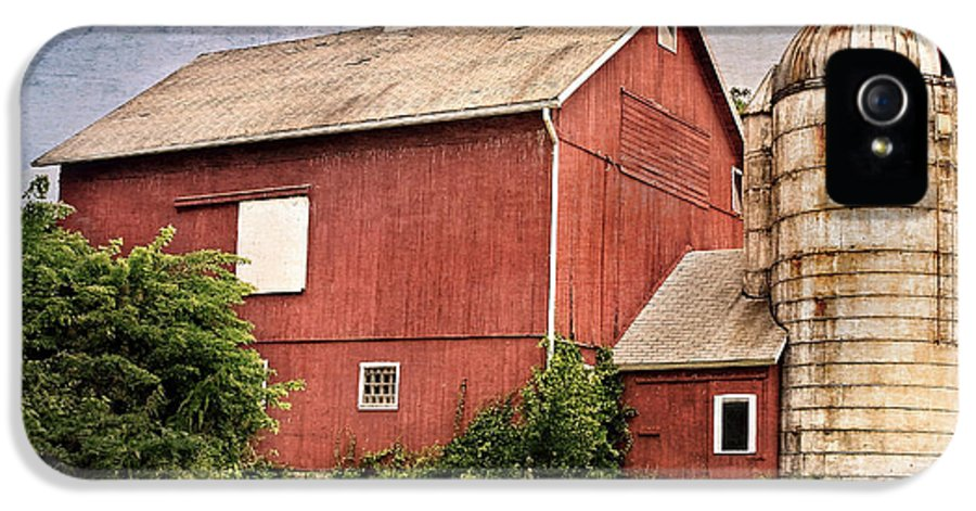 Red Barn IPhone 5 / 5s Case featuring the photograph Rustic Barn by Bill Wakeley