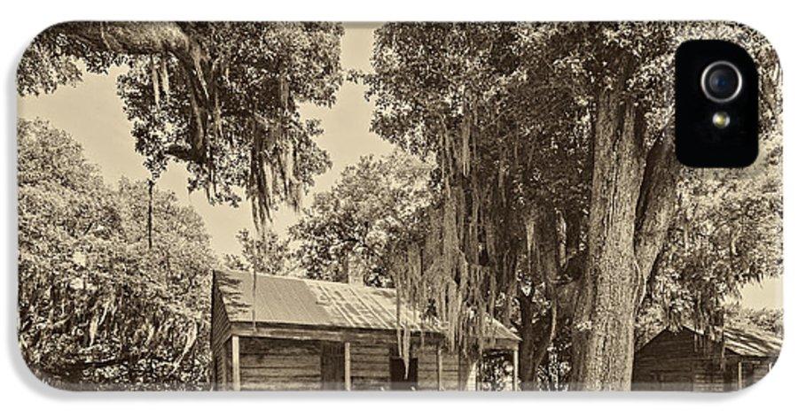 Evergreen Plantation IPhone 5 / 5s Case featuring the photograph Slave Quarters Sepia by Steve Harrington