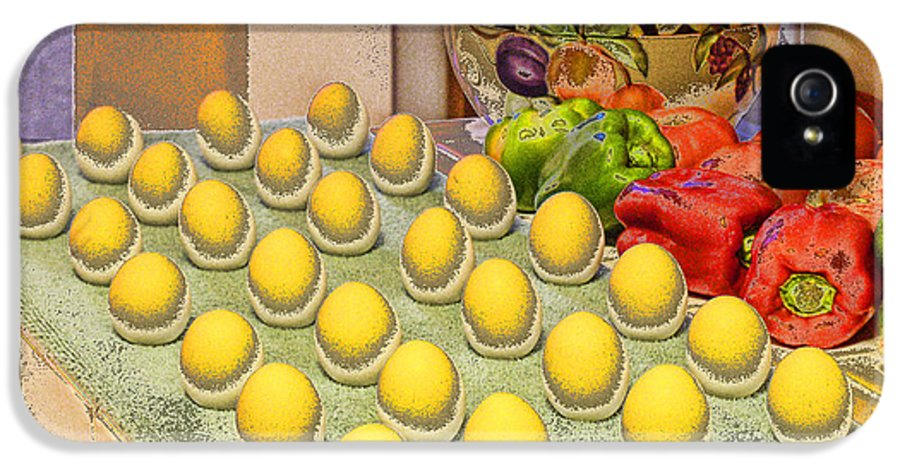 Sunny Side Up IPhone 5 / 5s Case featuring the photograph Sunny Side Up by Chuck Staley