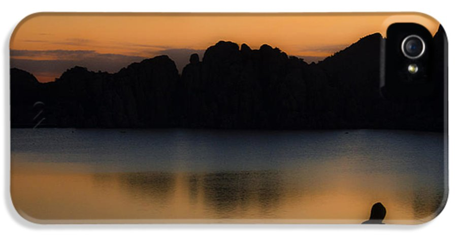 Sunrise IPhone 5 / 5s Case featuring the photograph Sunrise Solitude by Dave Dilli
