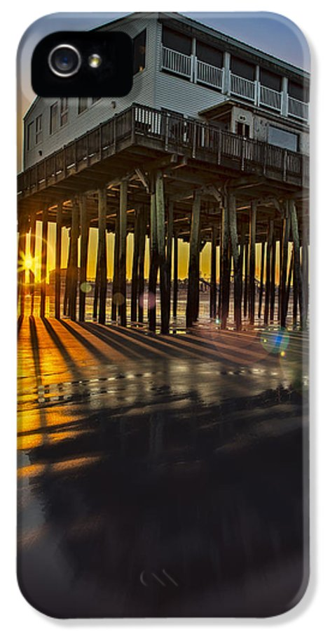 Old Orchard Beach Pier IPhone 5 / 5s Case featuring the photograph Sunset At The Pier by Susan Candelario
