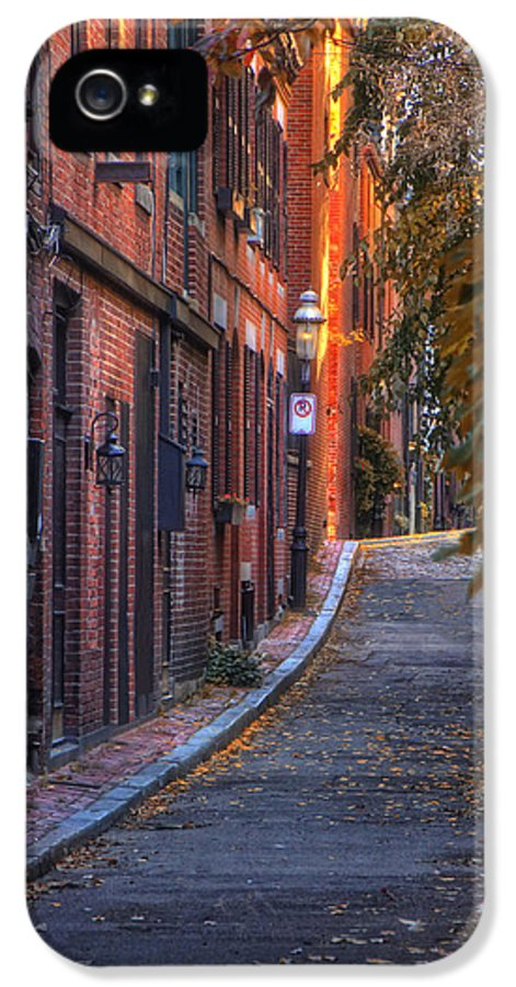 Boston IPhone 5 / 5s Case featuring the photograph Sunset In Beacon Hill by Joann Vitali