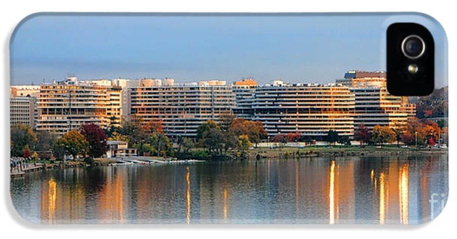 Washington IPhone 5 / 5s Case featuring the photograph Sunset Over Watergate by Olivier Le Queinec