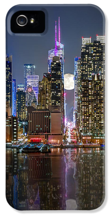 42nd Street IPhone 5 / 5s Case featuring the photograph Super Moon At 42nd Street by Eduard Moldoveanu