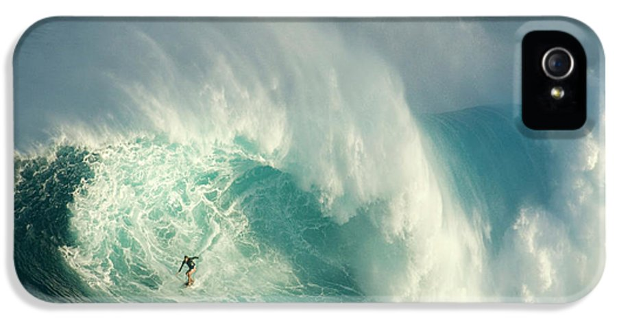 Surf IPhone 5 / 5s Case featuring the photograph Surfing Jaws 3 by Bob Christopher