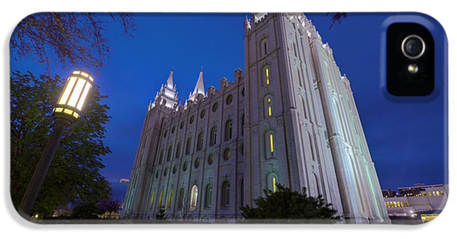 Mormon IPhone 5 / 5s Case featuring the photograph Temple Perspective by Chad Dutson