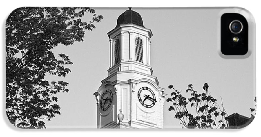 Cookeville IPhone 5 / 5s Case featuring the photograph Tennessee Tech University Derryberry Hall by University Icons