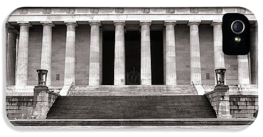 Washington IPhone 5 / 5s Case featuring the photograph The Lincoln Memorial by Olivier Le Queinec