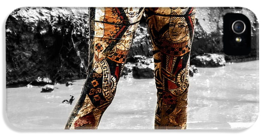 Mud IPhone 5 / 5s Case featuring the photograph The Mud Hatter by Steven Digman