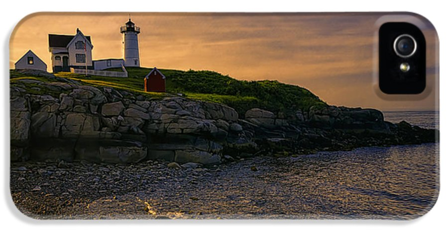Joan Carroll IPhone 5 / 5s Case featuring the photograph Warm Nubble Dawn by Joan Carroll