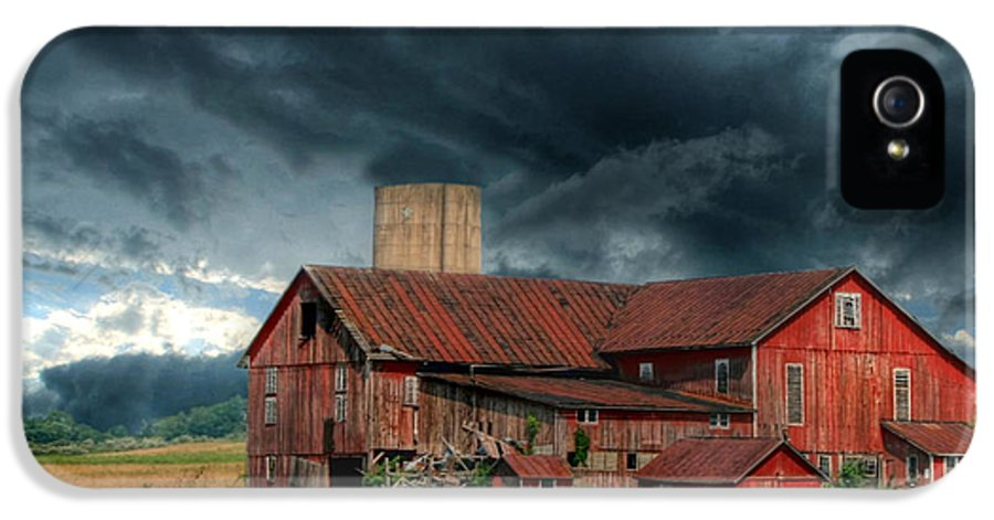 Red Barn IPhone 5 / 5s Case featuring the photograph Weathering The Storm by Lori Deiter