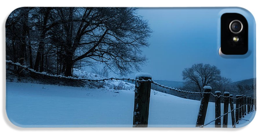 Moon IPhone 5 / 5s Case featuring the photograph Winter Moon by Bill Wakeley
