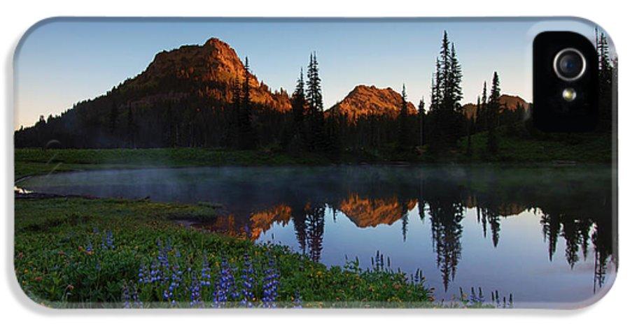 Yakima Peak IPhone 5 / 5s Case featuring the photograph Yakima Peak Sunrise by Mike Dawson