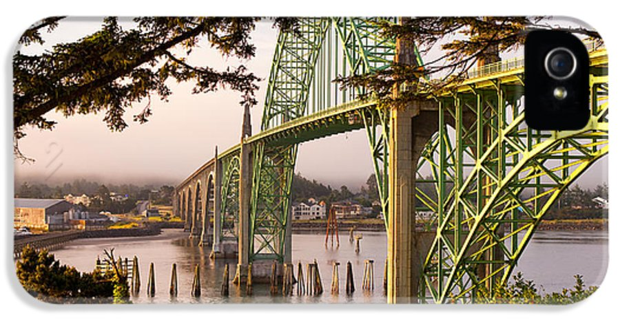 Brookings IPhone 5 / 5s Case featuring the photograph Yaquina Bay Bridge Morning Light by Darren White