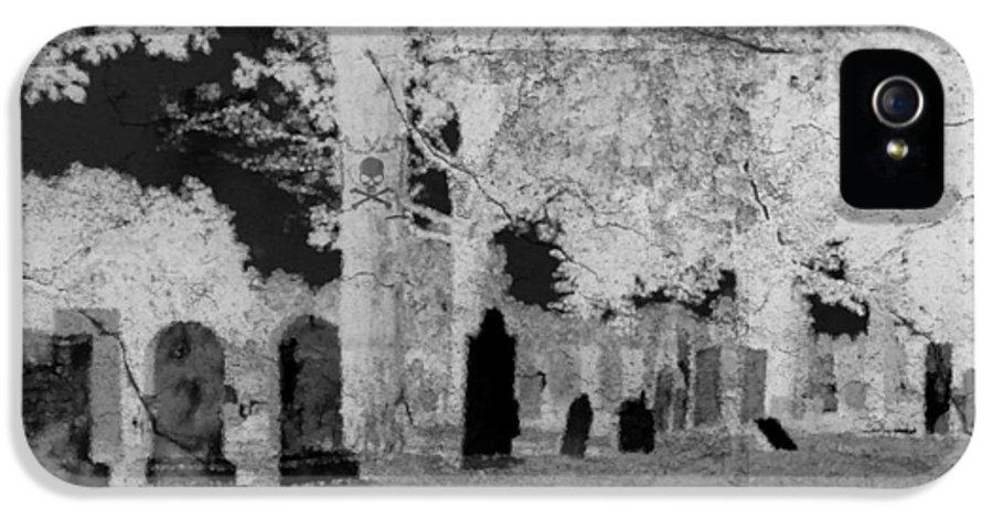 Graveyard IPhone 5 / 5s Case featuring the digital art Be Afraid... by Rhonda Barrett