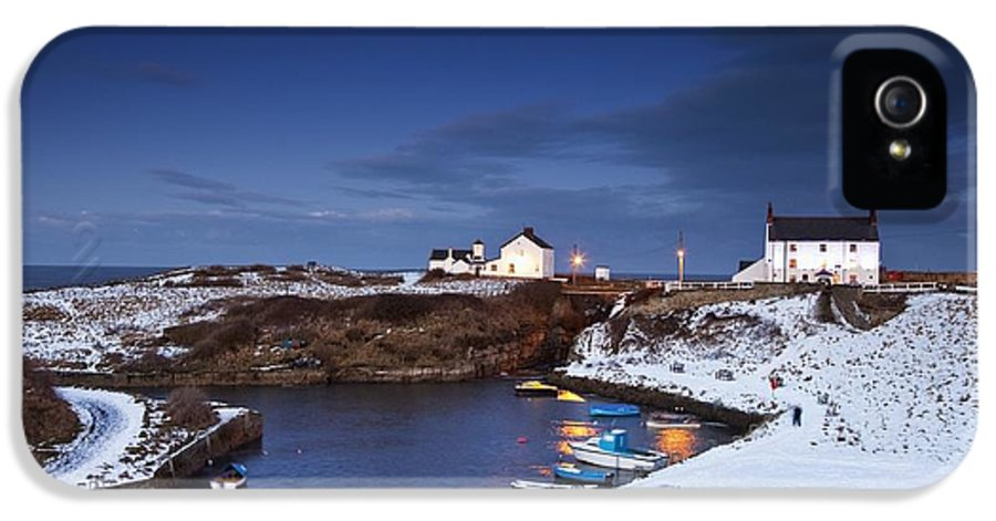 Northumberland IPhone 5 / 5s Case featuring the photograph A Village On The Coast Seaton Sluice by John Short