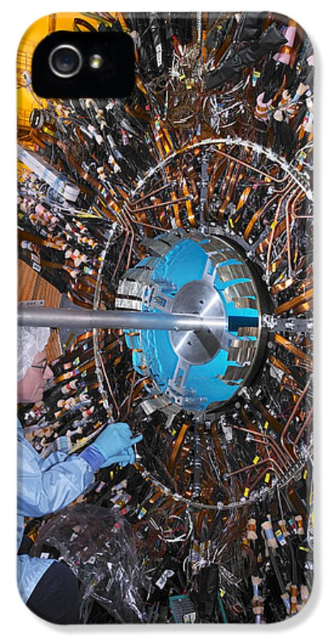 Atlas IPhone 5 / 5s Case featuring the photograph Atlas Detector, Cern by David Parker