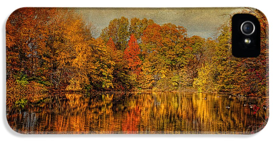 Autumn IPhone 5 / 5s Case featuring the photograph Autumn - Landscape - Tamaques Park - Autumn In Westfield Nj by Mike Savad