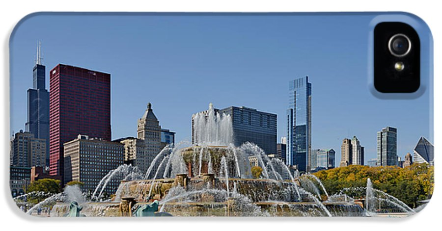 Clarence IPhone 5 / 5s Case featuring the photograph Buckingham Fountain Chicago by Christine Till