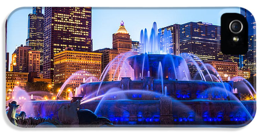 2012 IPhone 5 / 5s Case featuring the photograph Chicago Skyline Buckingham Fountain High Resolution by Paul Velgos
