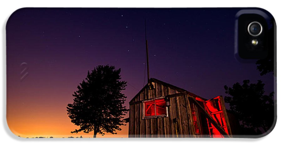 Shed IPhone 5 / 5s Case featuring the photograph Glowing Shed by Cale Best