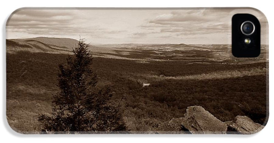 Hawk Mountain IPhone 5 / 5s Case featuring the photograph Hawk Mountain Sanctuary S by David Dehner