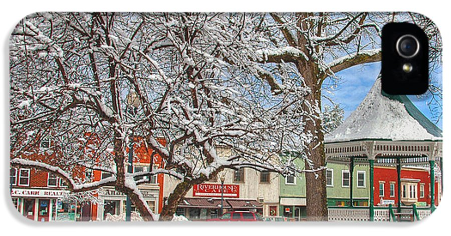 New England IPhone 5 / 5s Case featuring the photograph New England Christmas by Joann Vitali