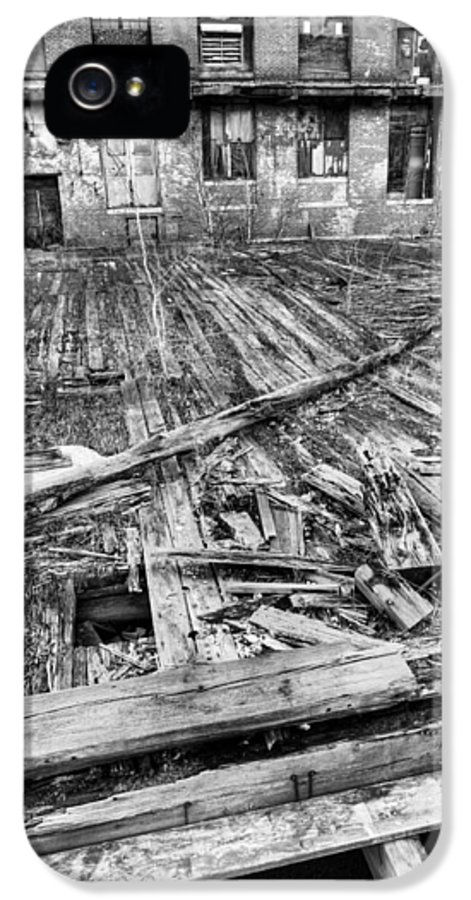Roger Was Here IPhone 5 / 5s Case featuring the photograph Roger Was Here by JC Findley