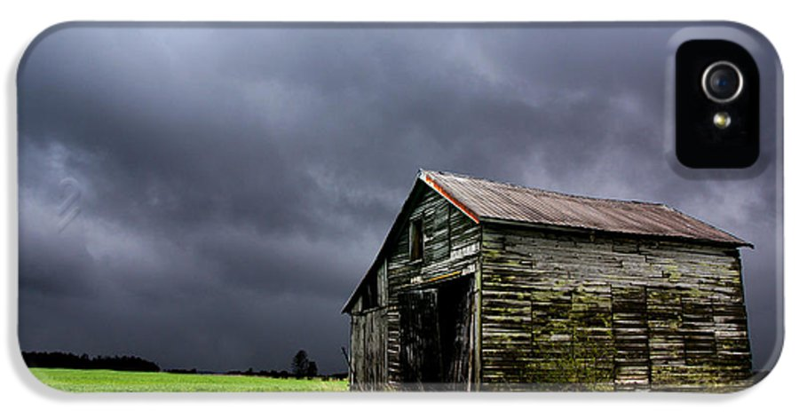Barn IPhone 5 / 5s Case featuring the photograph Stormy Barn by Cale Best