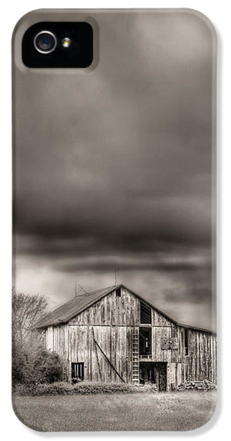 The Smell Of Rain IPhone 5 / 5s Case featuring the photograph The Smell Of Rain by JC Findley