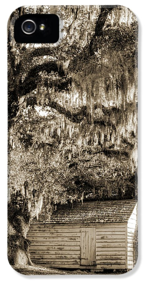 19th Century Slave House IPhone 5 / 5s Case featuring the photograph 19th Century Slave House by Dustin K Ryan