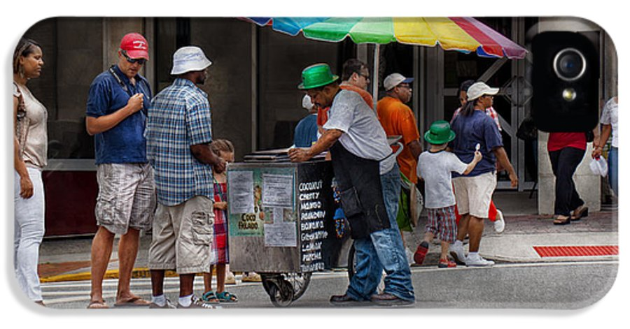 Hdr IPhone 5 / 5s Case featuring the photograph Americana - Mountainside Nj - Buying Ices by Mike Savad
