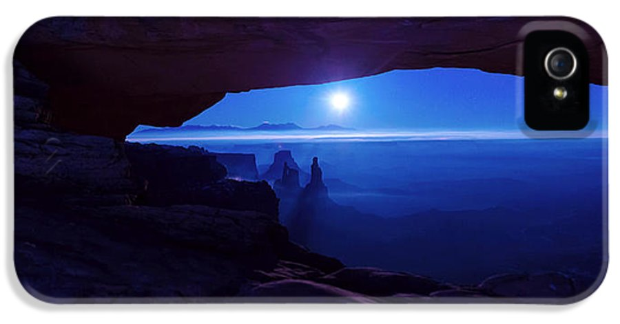 Mesa Arch IPhone 5 / 5s Case featuring the photograph Blue Mesa Arch by Chad Dutson