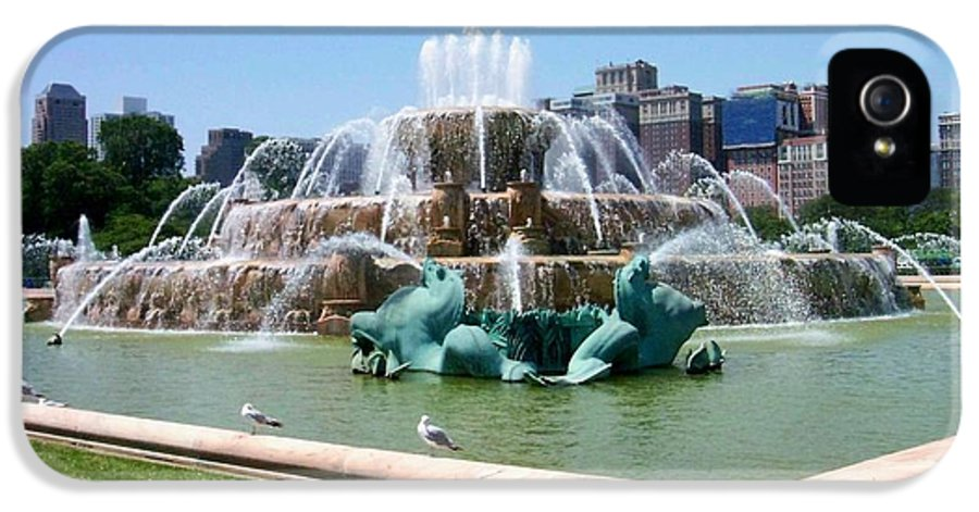 Chicago IPhone 5 / 5s Case featuring the photograph Buckingham Fountain by Anita Burgermeister