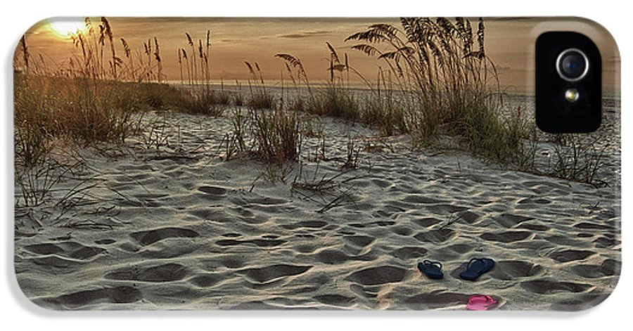 Alabama Photographer IPhone 5 / 5s Case featuring the digital art Flipflops On The Beach by Michael Thomas